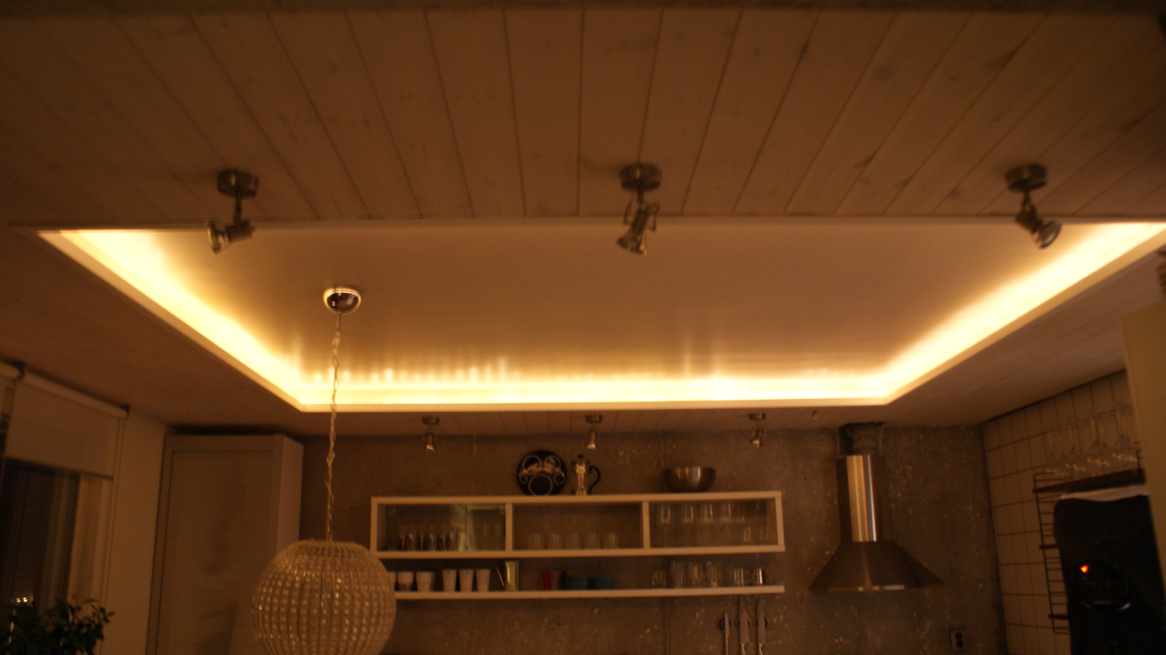 Renoverat tak med spottar INREDesign